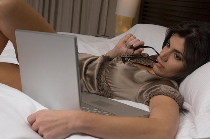 Sitio para adultos revela qué tipo de P0RN0 buscan más las mujeres... ¿Sabes cuál es? (+FOTO)