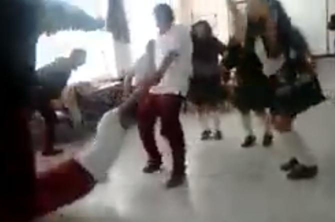 Juego en el salón de clases termina en tragedia (+VIDEO)
