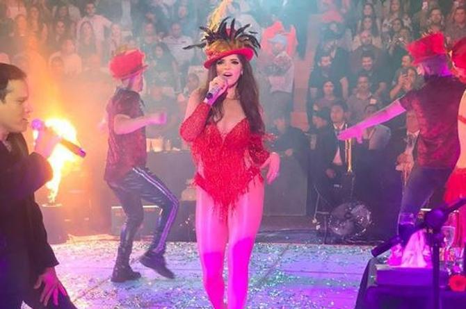 Ana Bárbara responde a quienes la critican por cantar temas de Juan Gabriel