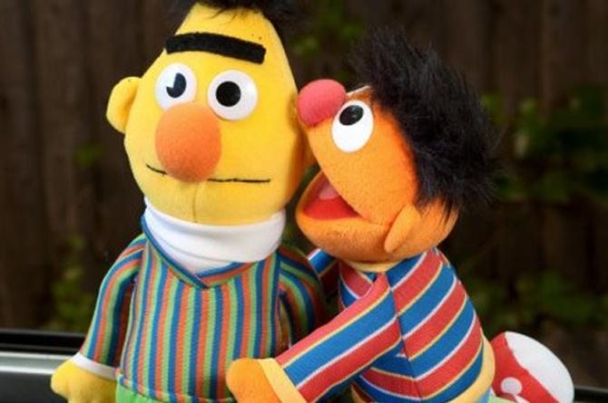 Guionista de Plaza Sésamo confirma que Beto y Enrique eran pareja gay (+VIDEO)