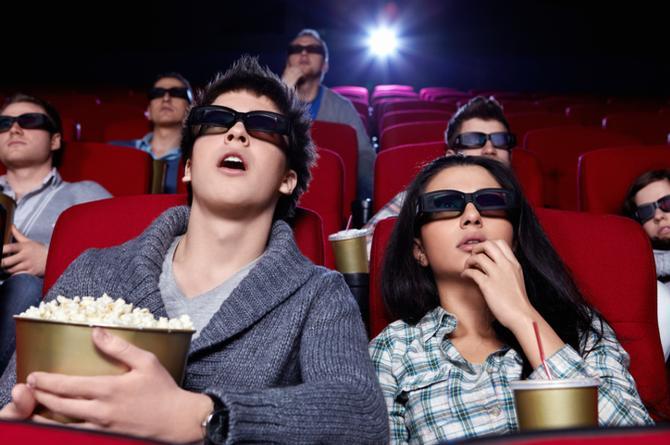 ¿Por qué comemos palomitas mientras disfrutamos una película?