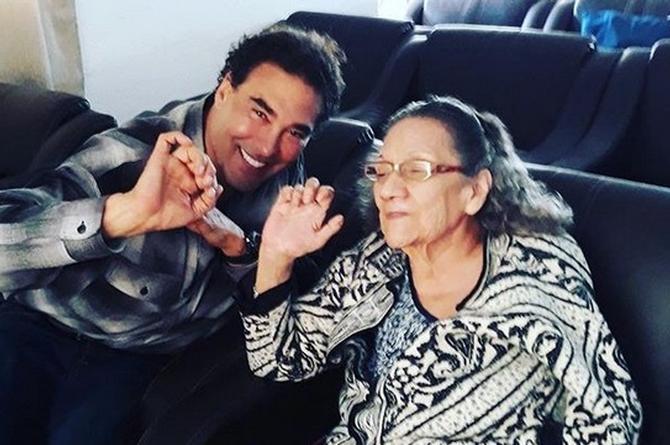 Eduardo Yáñez repite grosería a la prensa, ahora junto a su madre (+FOTO)