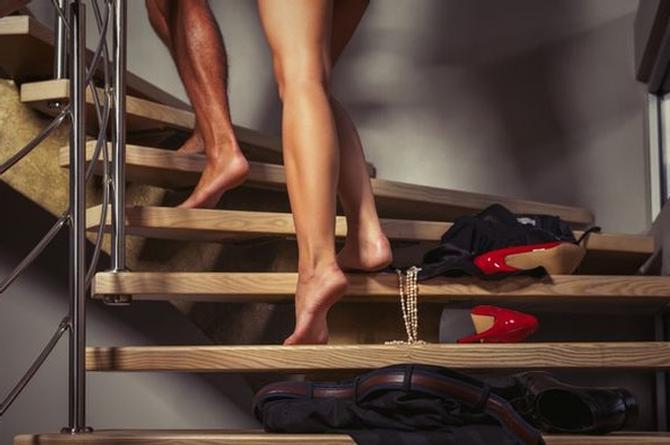 Para comenzar bien el 2019, prueba estas fascinantes posiciones sexuales ¡esta misma noche!