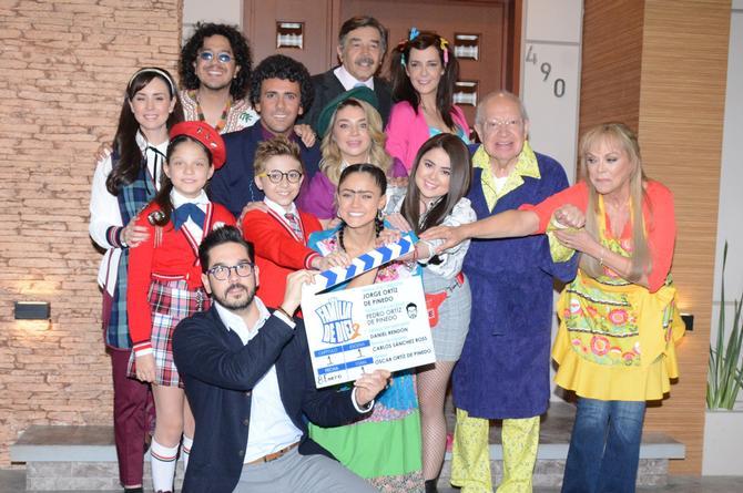 Jorge Ortiz de Pinedo y todo el elenco de 'Una familia de diez' confirman nueva temporada