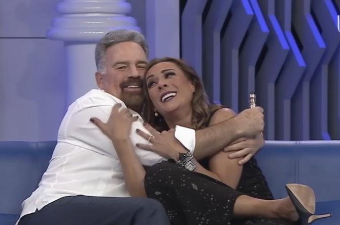 Consuelo Duval orinó a Ari Telch en plena obra #VIDEO