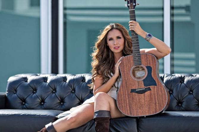 América Sierra en entrevista exclusiva con La Fiera