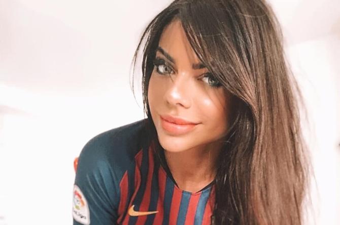 Suzy Cortez se pone en cuatro por el Barcelona #FOTO