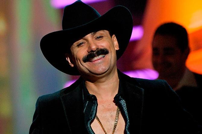 'El Chapo de Sinaloa' se echa a una 'Mayor de Edad' #VIDEO