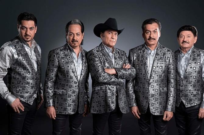 Multan a Los Tigres del Norte por cantar narcocorridos en Chihuahua