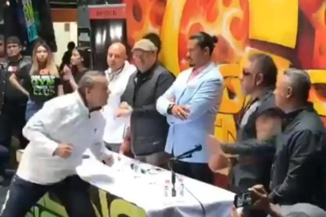 Carlos Trejo hace sangrar a Alfredo Adame #VIDEO