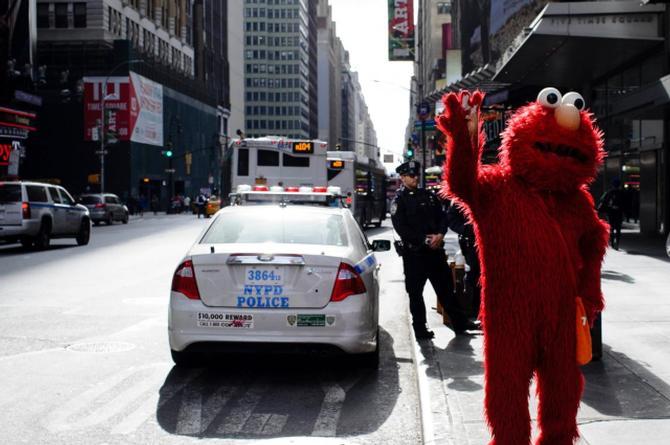 Arrestan a 'Elmo' por querer meter mano a niña de 14 años