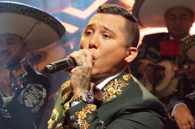 Edwin Luna le pone mariachi a su 'Broche de Oro' #VIDEO