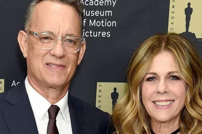 Tom Hanks y su esposa regresan a EU tras superar el coronavirus