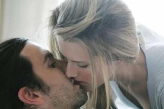 Hombres prefieren no usar preservativo con mujeres hermosas