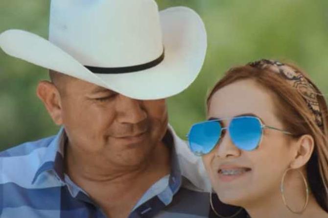 Alegres de la Sierra presentan 'Un Monumento' a la mujer de su vida