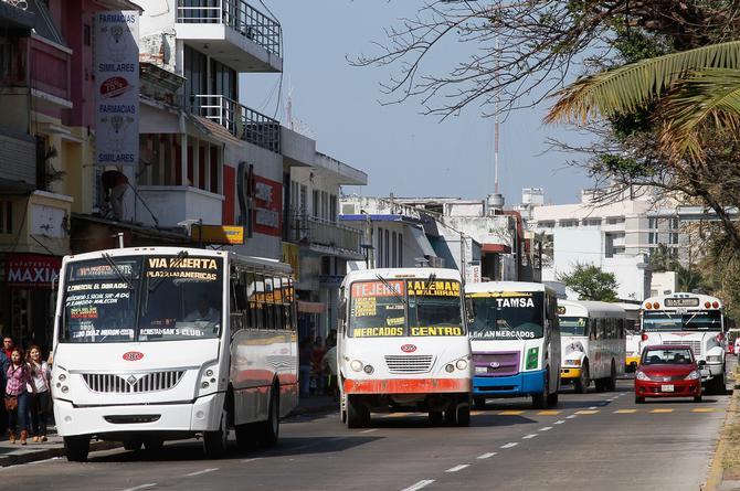 Limitan aforo en transporte público y autos privados en Veracruz para evitar contagios de COVID
