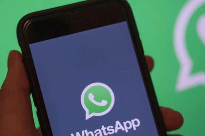 WhatsApp incorpora el modo oscuro; checa cómo activarlo