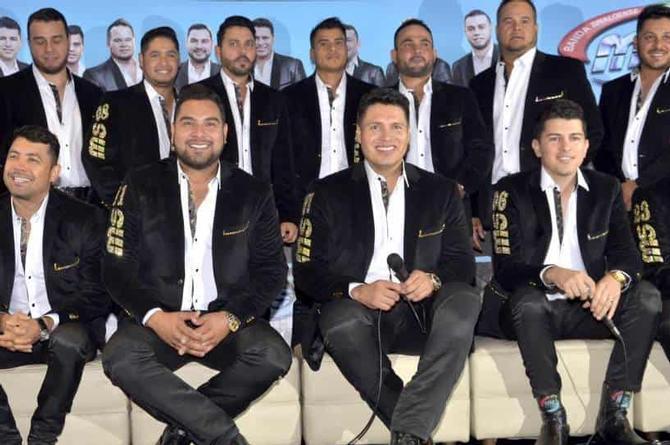 Banda MS apadrina apadrina al grupo 'Los 2 de la S' y lanzan canción a dueto
