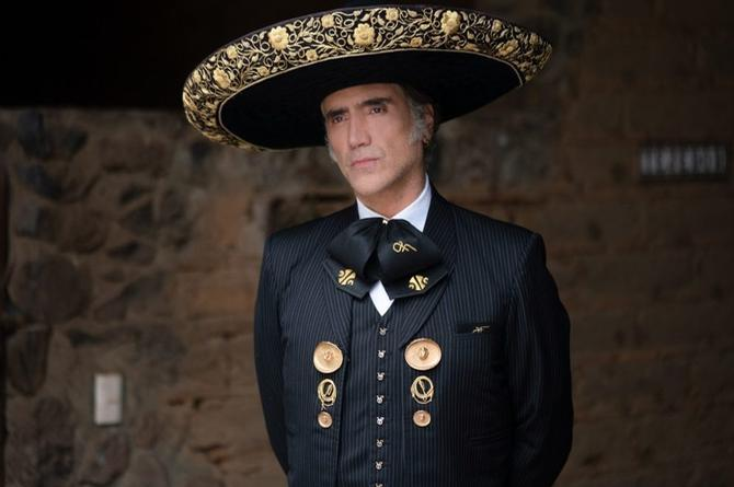 Alejandro Fernández llora por la crisis que viven los mariachis (+video)