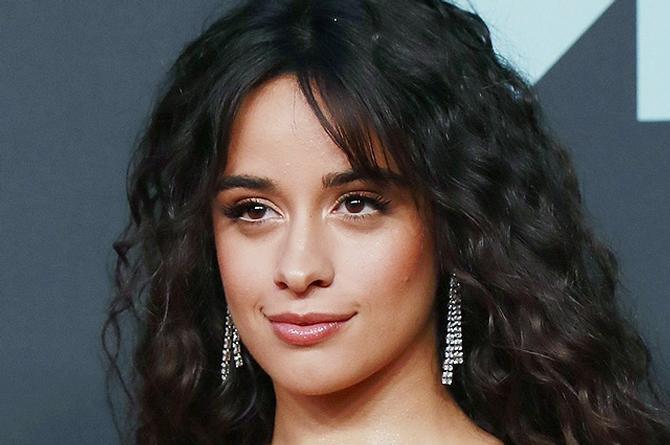 Cantante Camila Cabello aparece ¡en topless! y fans enloquecen (+foto)