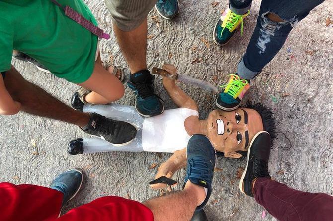 ¡Qué rápidos! Elaboran  piñata del 'asaltante de la combi' (+fotos)