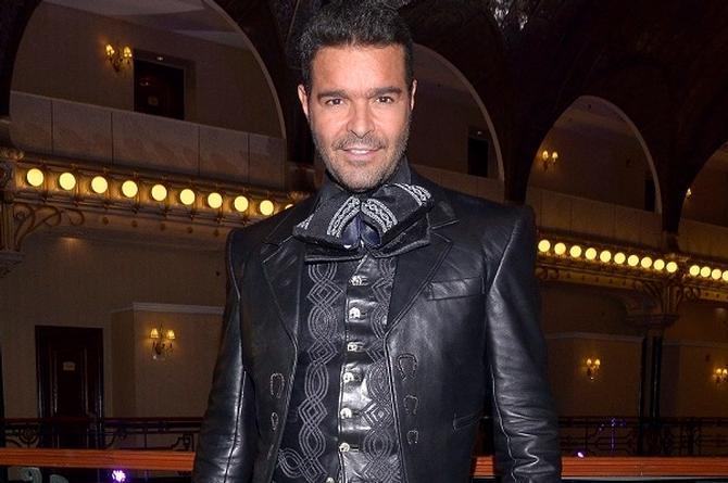 Pablo Montero, de romance con la modelo de su nuevo video