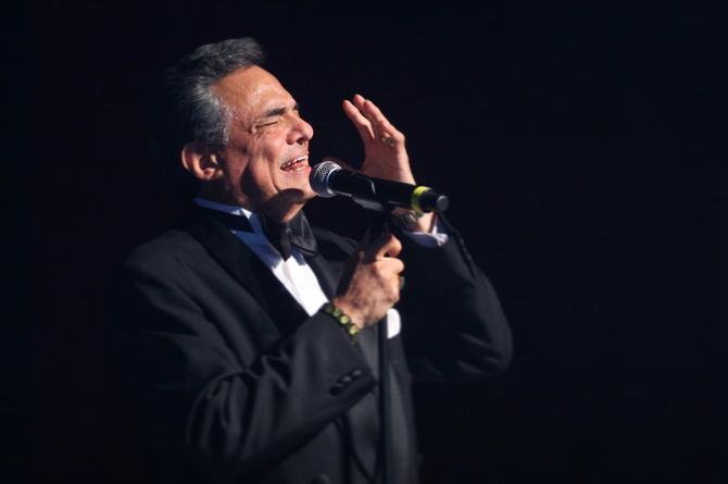 Refrescan los éxitos de José José, relanzan 'El Triste' (+video)