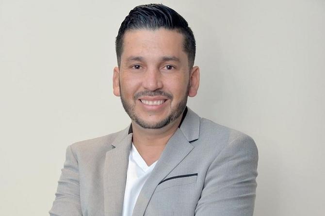 Luis Ángel 'El Flaco' alista canción y video con Régulo Caro