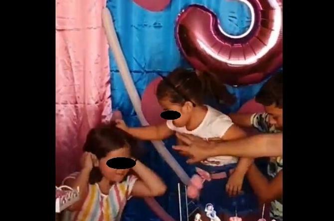 Siempre se pelean, son celos de hermanas, revela la mamá de las niñas del pastel (videos)