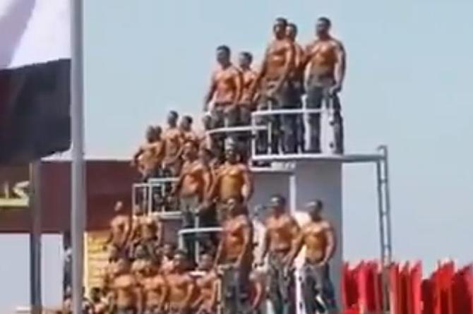 Sorprende desfile de policías graduados en Egipto (+video)