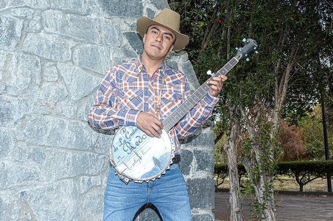 'Regresó el sinaloense' con Abby el de la Guitarra Redonda