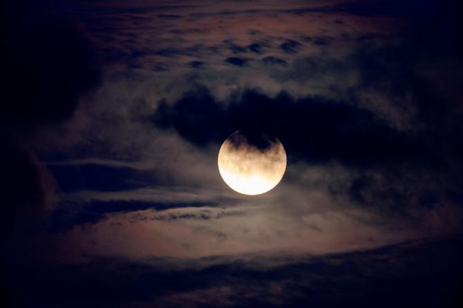 Febrero se despide con la 'Luna de Nieve'