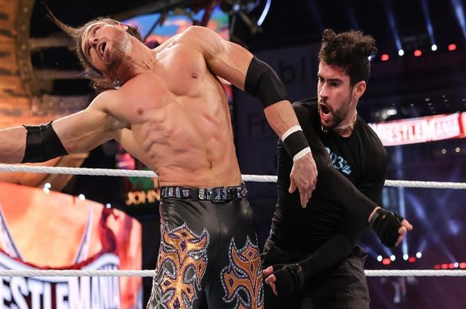 ¡La rompió! Triunfal debut de Bad Bunny en WrestleMania