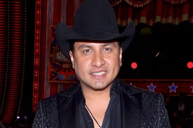 Julión Álvarez es número uno con 'Ya te la sabes' (+video)