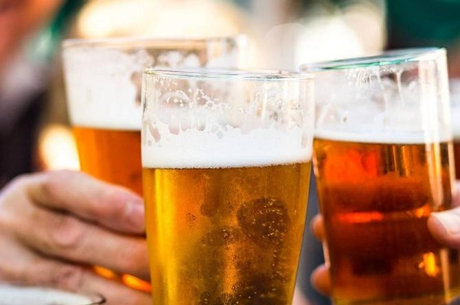 No consumas alcohol 72 horas después de vacunarte contra el COVID