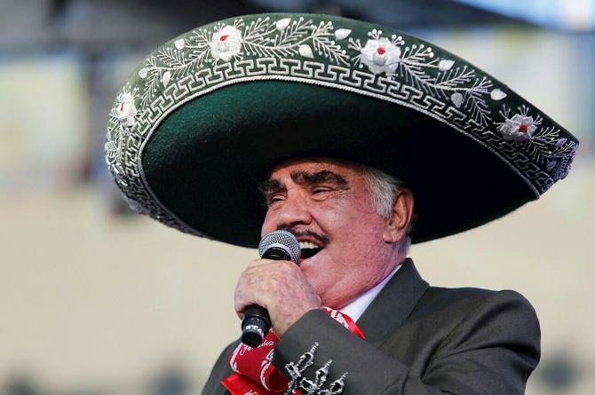 Desmienten muerte cerebral de Vicente Fernández, pero no muestra mejoría